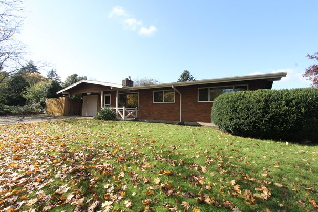 3 Bedrooms 1 Bathroom House for rent at 2515 Ne 134th Pl in Portland, OR