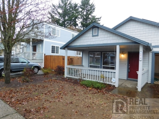 3 Bedrooms 2 Bathrooms House for rent at 6610 Se 69th Ave in Portland, OR
