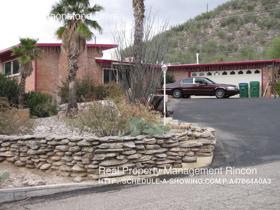 3 Bedrooms 2 Bathrooms House for rent at 8110 E Moonstone Drive in Tucson, AZ