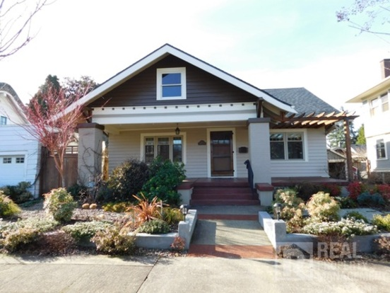 3 Bedrooms 3 Bathrooms House for rent at 2733 Ne 51st Ave in Portland, OR