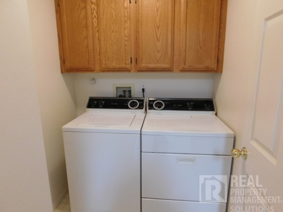 2 Bedrooms 2 Bathrooms House for rent at 1660 Ne 169th Ave in Portland, OR