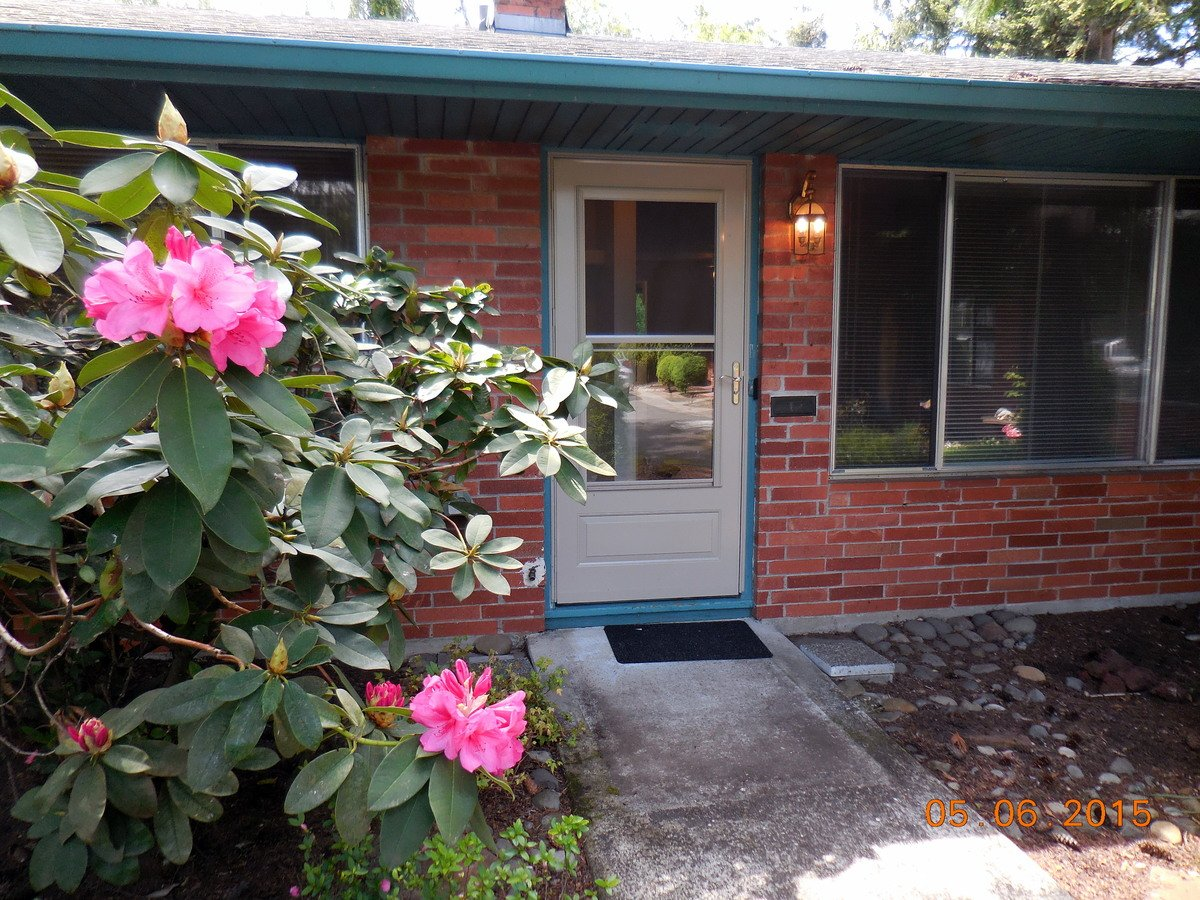 2 Bedrooms 1 Bathroom House for rent at 11221 Ne Glisan Street in Portland, OR