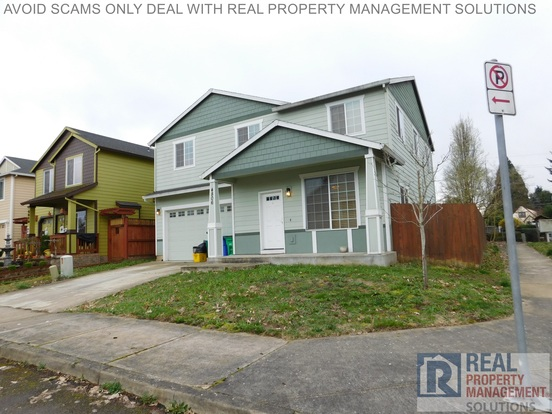 5 Bedrooms 2 Bathrooms House for rent at 4806 Ne Church St in Portland, OR