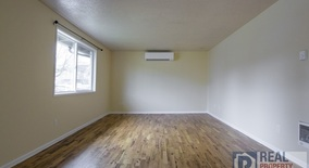 Similar Apartment at 1012 Ne Skidmore St
