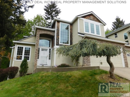 4 Bedrooms 2 Bathrooms House for rent at 13635 Se Eastridge St in Portland, OR