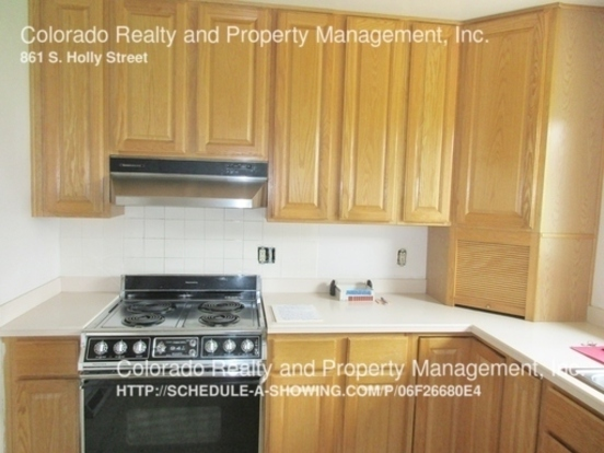 3 Bedrooms 2 Bathrooms House for rent at 861 S. Holly Street in Denver, CO