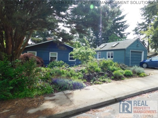 3 Bedrooms 1 Bathroom House for rent at 2750 Sw California St in Portland, OR
