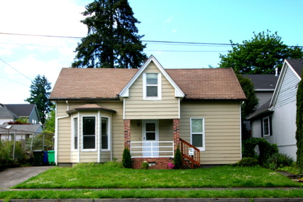 4 Bedrooms 1 Bathroom House for rent at 8315 Se 21st Avenue in Portland, OR