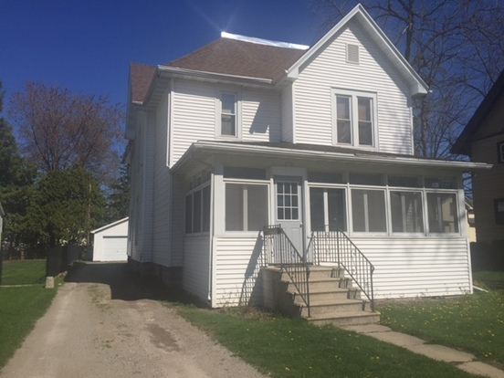 3 Bedrooms 1 Bathroom House for rent at 716 A Wisconsin St. in Oshkosh, WI