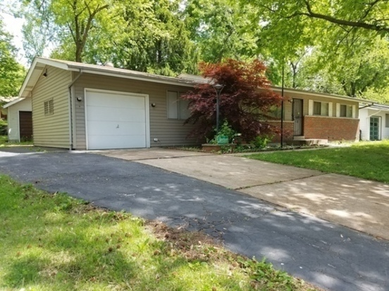 3 Bedrooms 2 Bathrooms House for rent at 11634 Herefordshire in St Louis, MO