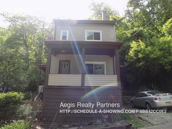 3 Bedrooms 1 Bathroom House for rent at 17 Ravine St in Pittsburgh, PA