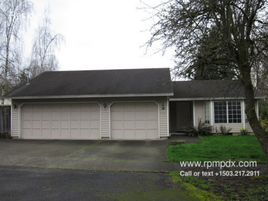 3 Bedrooms 2 Bathrooms House for rent at 8150 Sw Mapleleaf Street in Portland, OR