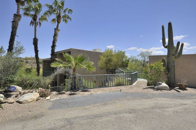 3 Bedrooms 2 Bathrooms House for rent at 5300 Swan Road in Tucson, AZ