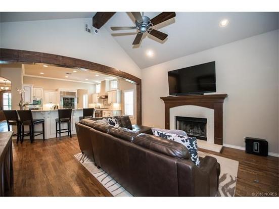 3 Bedrooms 3 Bathrooms Apartment for rent at 3834 S. Utica Avenue in Tulsa, OK