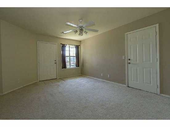 3 Bedrooms 2 Bathrooms Apartment for rent at W 57th Area in Tulsa, OK