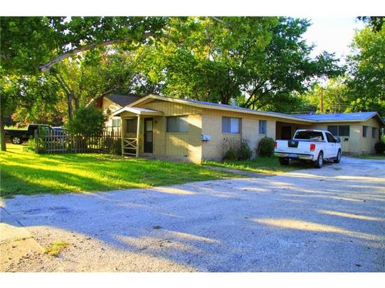 2 Bedrooms 1 Bathroom Apartment for rent at 608 W North Loop Blvd in Austin, TX