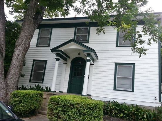 4 Bedrooms 2 Bathrooms Apartment for rent at 809 Leonard St in Austin, TX