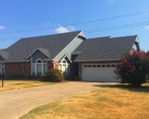 3 Bedrooms 2 Bathrooms Apartment for rent at 18980 Ridge Road in Catoosa, OK