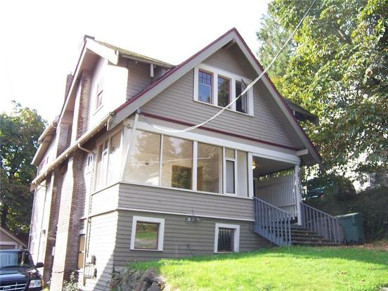 8+ Bedrooms 3 Bathrooms Apartment for rent at 2107 Ne 54th St in Seattle, WA