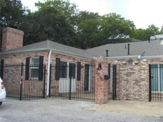 3 Bedrooms 2 Bathrooms Apartment for rent at 2900 Windsor Rd in Austin, TX