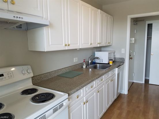2 Bedrooms 2 Bathrooms House for rent at 5757 N Sheridan Rd in Chicago, IL