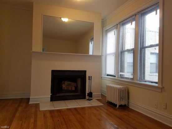 Studio 1 Bathroom Apartment for rent at 631 W Roscoe St in Chicago, IL