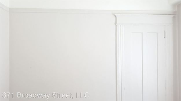 Studio 1 Bathroom Apartment for rent at 371 Broadway Street in San Francisco, CA