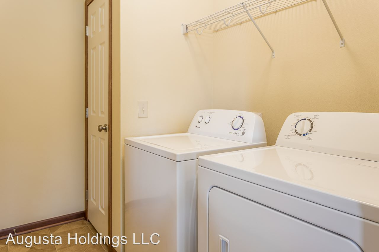 2 Bedrooms 2 Bathrooms Apartment for rent at 2314 E. Porter Ave. in Des Moines, IA