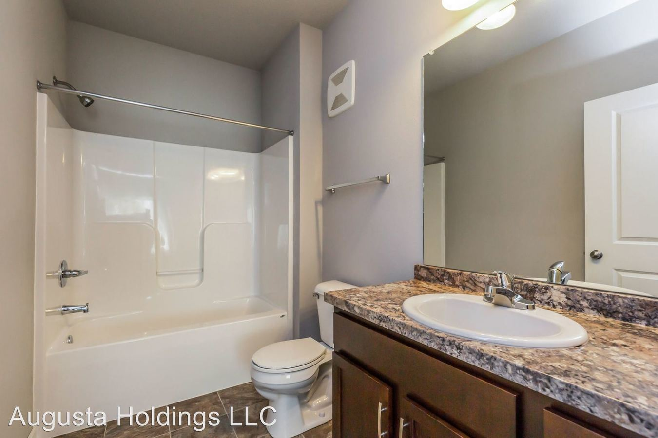 3 Bedrooms 2 Bathrooms Apartment for rent at 10509 Dorset Drive in Johnston, IA