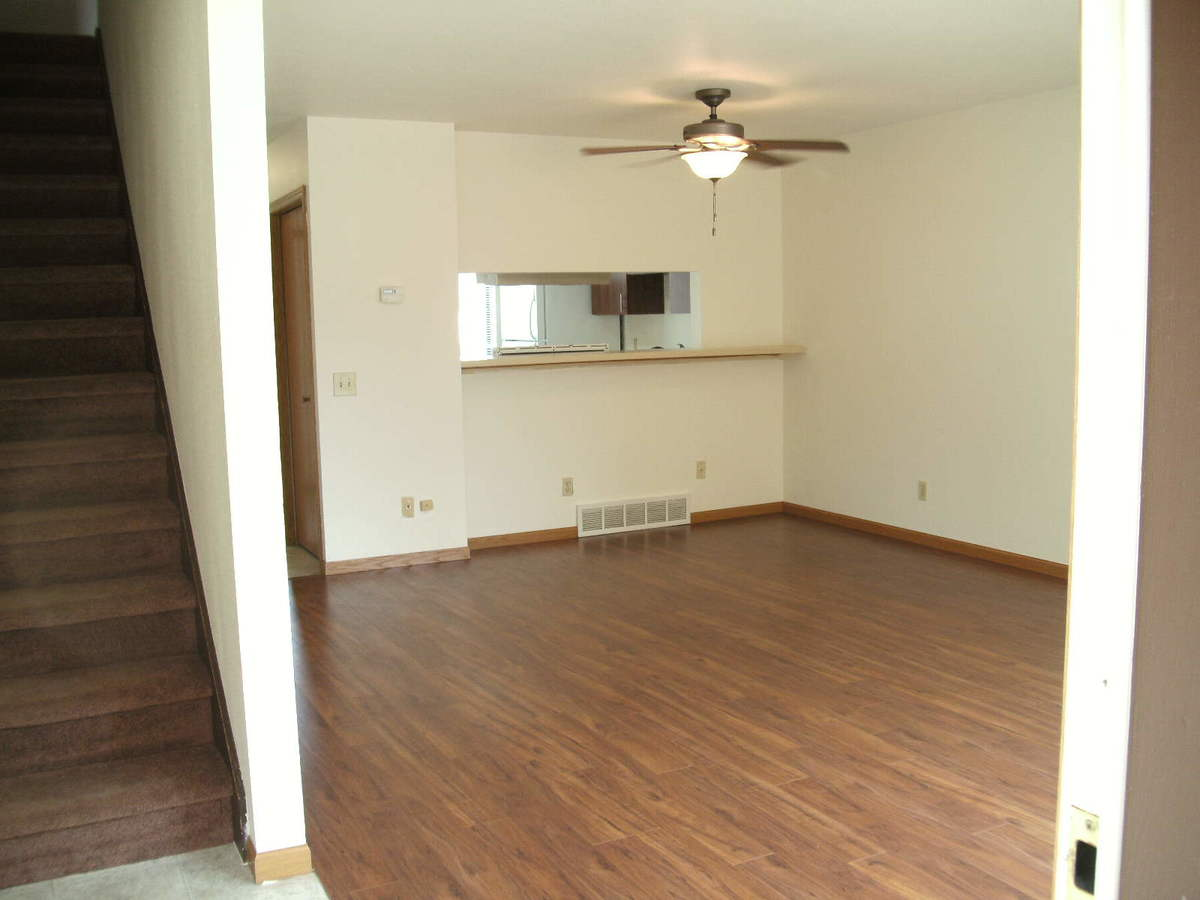 3 Bedrooms 2 Bathrooms Apartment for rent at Glendale Townhomes in Madison, WI