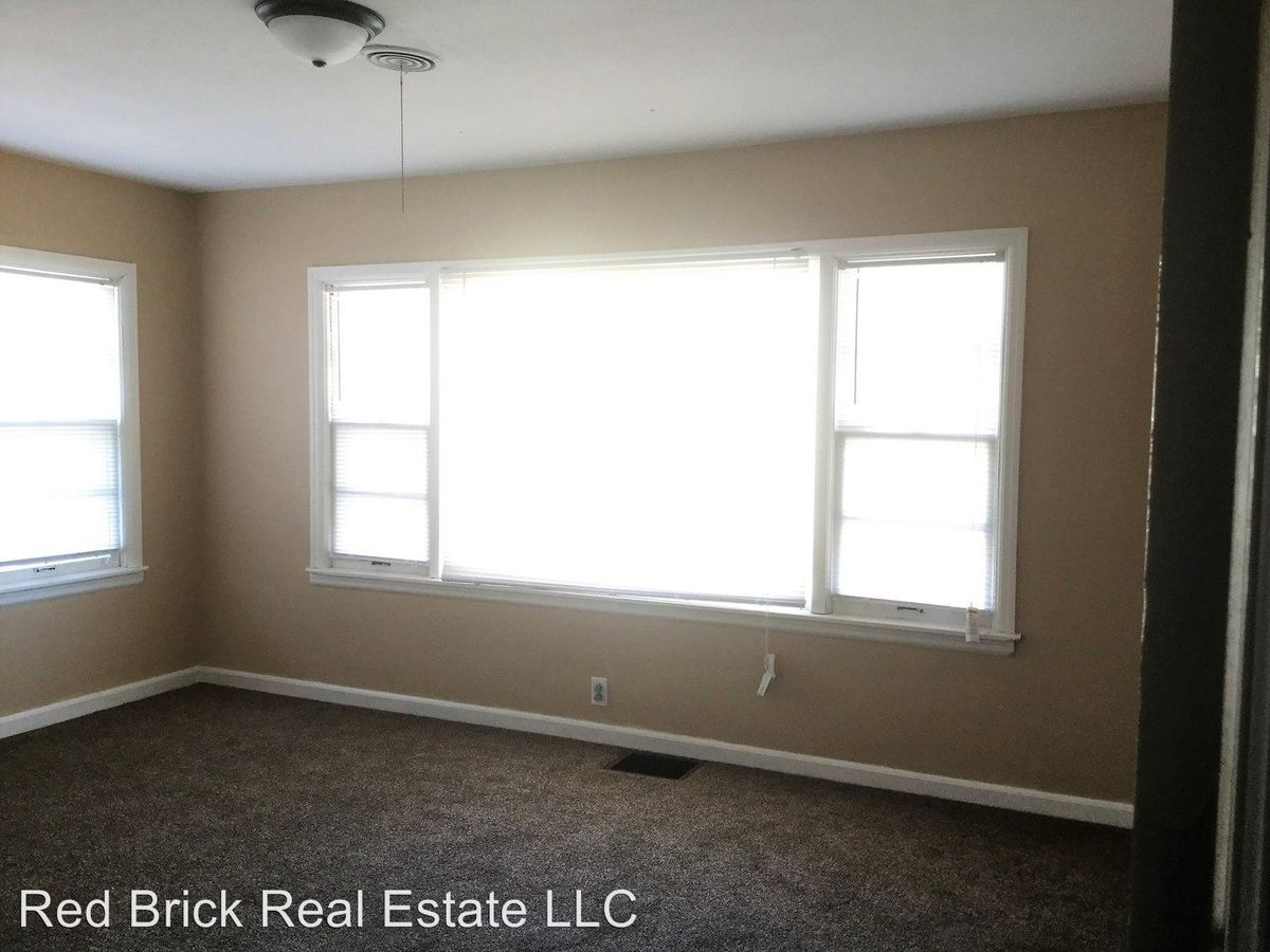 1 Bedroom 1 Bathroom Apartment for rent at 639 Oak Street in Terre Haute, IN
