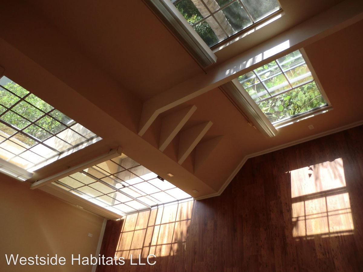 1 Bedroom 2 Bathrooms Apartment for rent at 960 N. Alfred Street in Los Angeles, CA