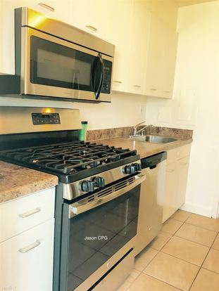 2 Bedrooms 2 Bathrooms Apartment for rent at Schiller in Chicago, IL
