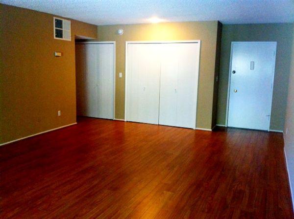 Studio 1 Bathroom Apartment for rent at White Oak Terrace in Encino, CA