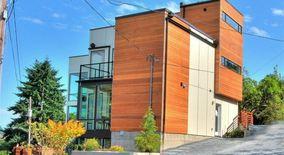 Similar Apartment at 905 W Emerson St