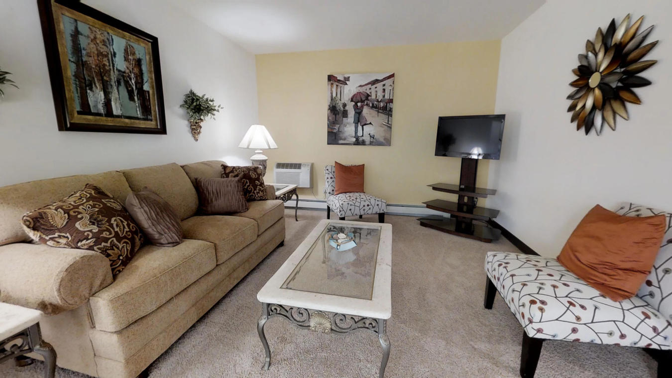 2 Bedrooms 1 Bathroom Apartment for rent at Briarwick Apartments in Greenfield, WI