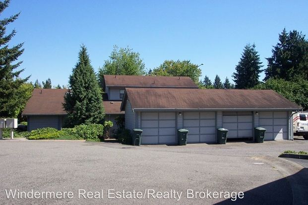 2 Bedrooms 1 Bathroom Apartment for rent at 10133 10157 Ne 137th Pl in Kirkland, WA