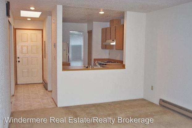 1 Bedroom 1 Bathroom Apartment for rent at 10133 10157 Ne 137th Pl in Kirkland, WA
