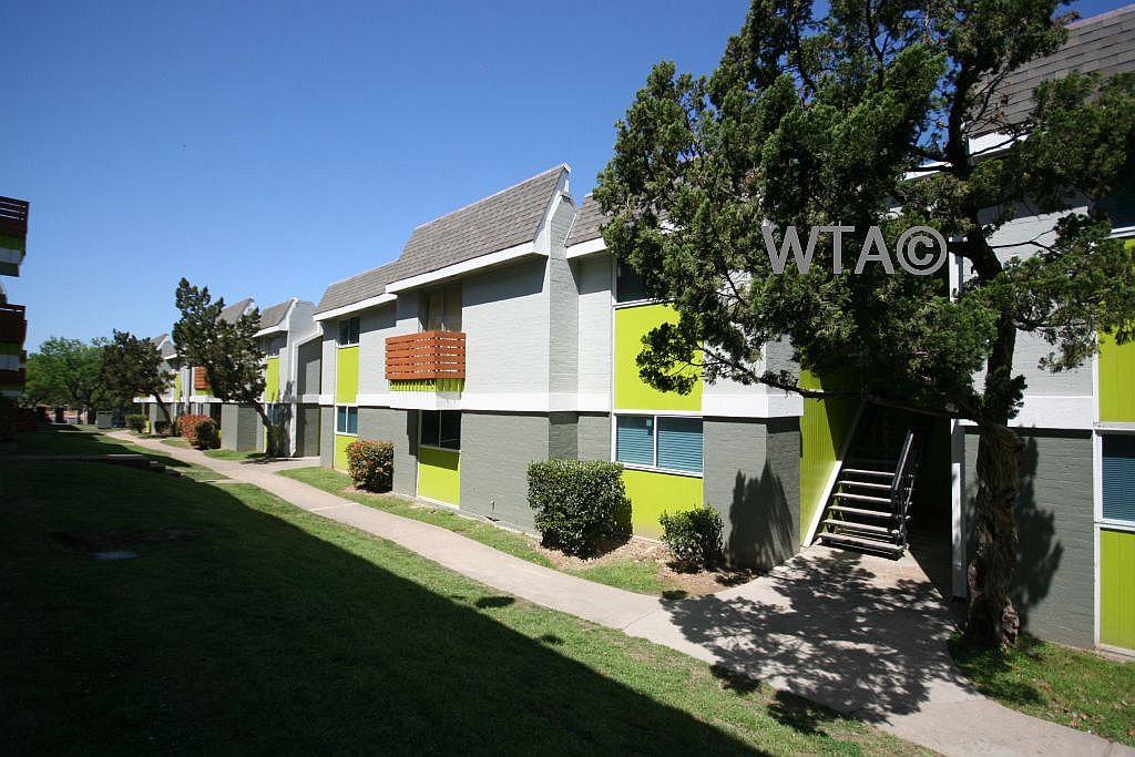 Similar Apartment at 1911 Willow Creek Dr