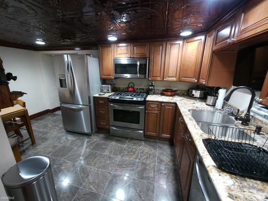 2 Bedrooms 1 Bathroom Apartment for rent at 231 W Steuben St in Crafton, PA