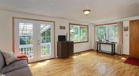 Similar Apartment at Nw Cleetwood Ave