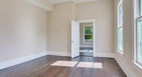 Similar Apartment at Houston St W