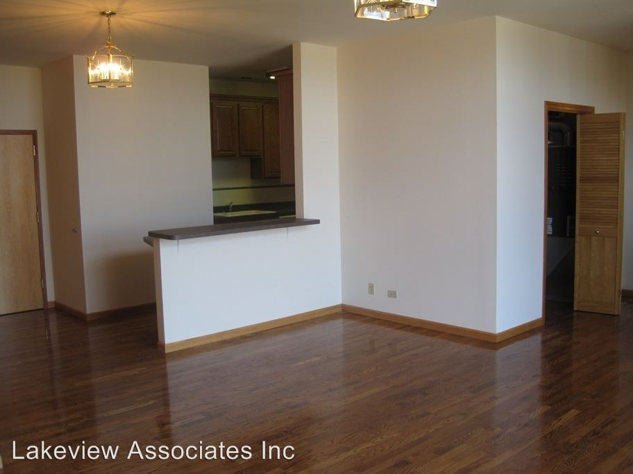 3 Bedrooms 2 Bathrooms Apartment for rent at 2417 N. Western in Chicago, IL