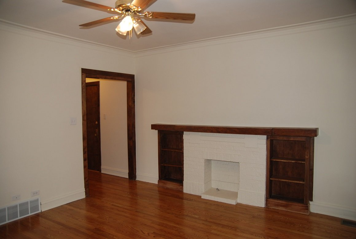 6 Bedrooms 3 Bathrooms Apartment for rent at 1535 W. Addison in Chicago, IL