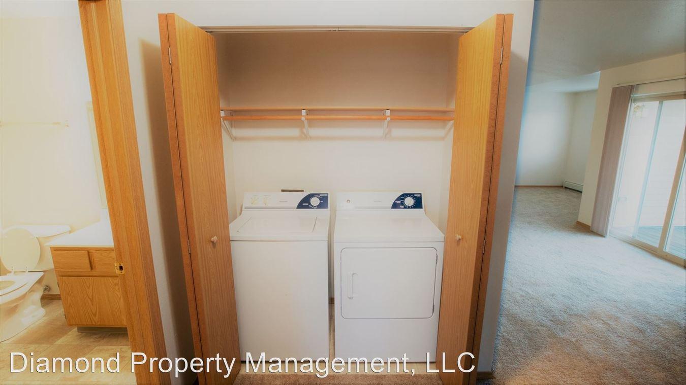 2 Bedrooms 1 Bathroom Apartment for rent at 215 Tamarack Drive in Lake Mills, WI