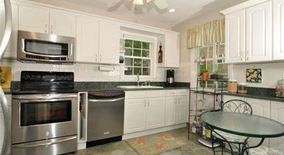 Beautifully Renovated 3 Bedroom Townhouse Heat/hot Water Incl Laundry In Unit/bronxville