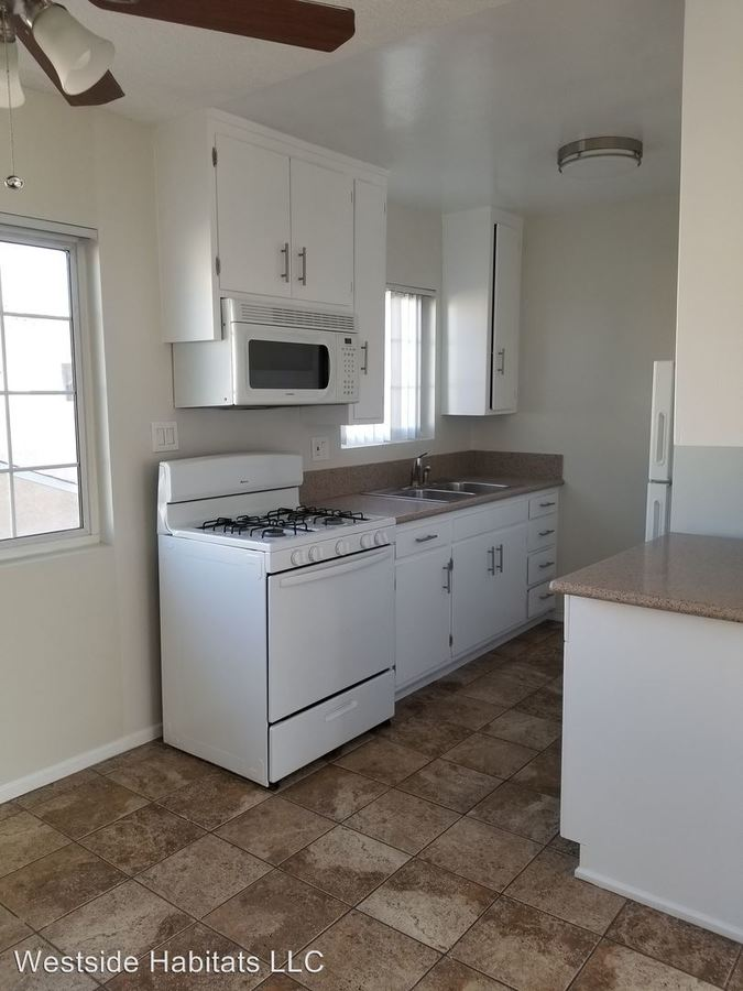 2 Bedrooms 1 Bathroom Apartment for rent at 24817 Walnut St in Newhall, CA