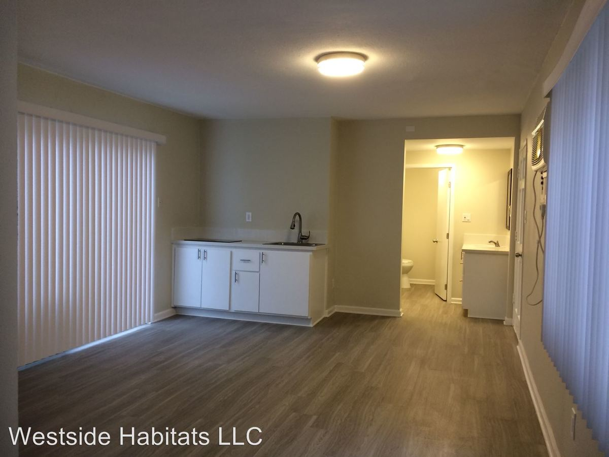 Studio 1 Bathroom Apartment for rent at 24817 Walnut St in Newhall, CA