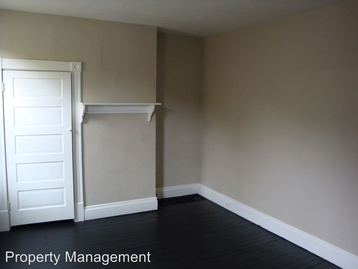 2 Bedrooms 1 Bathroom Apartment for rent at 2647 S 18th in Pittsburgh, PA