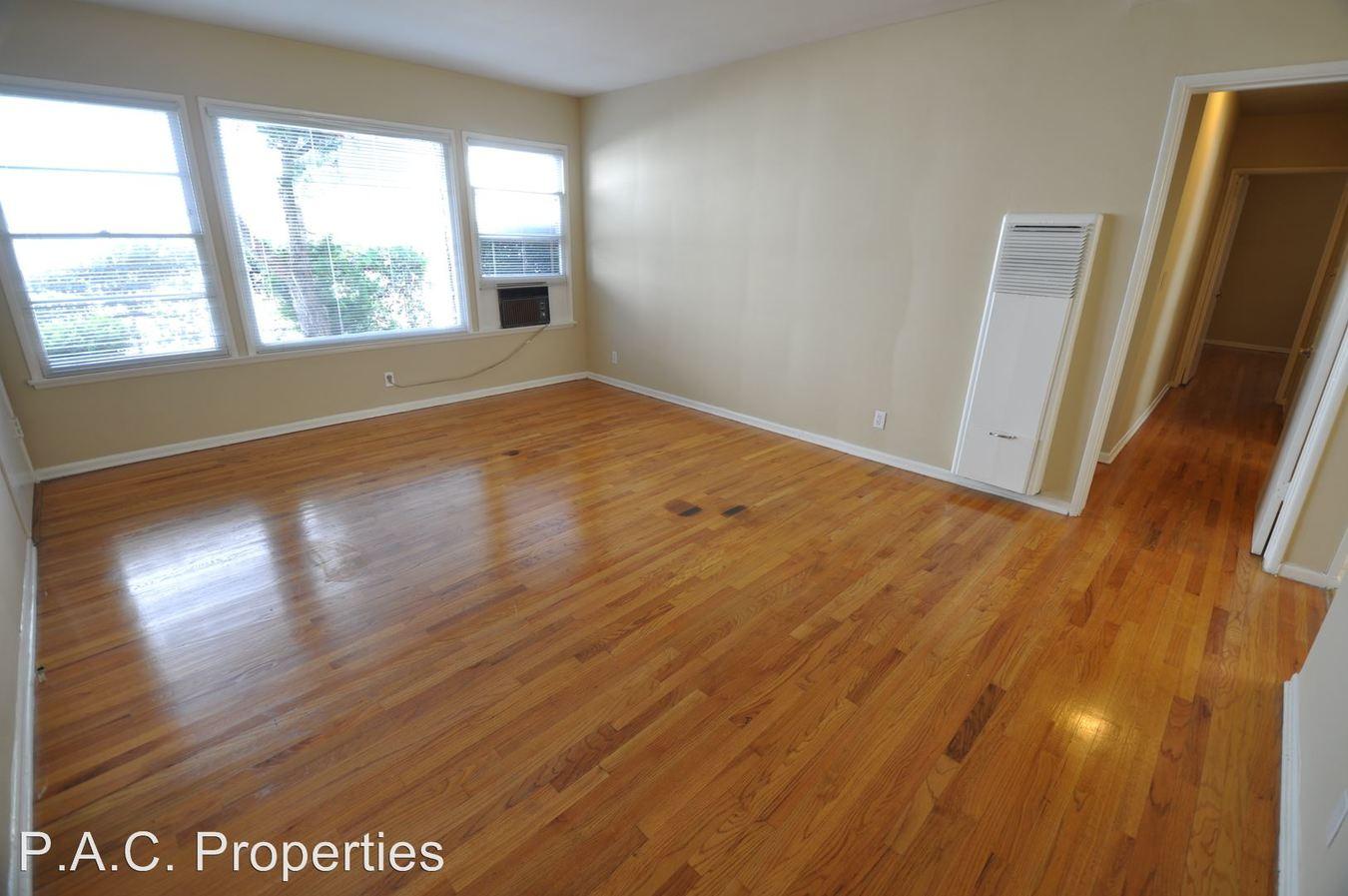 2 Bedrooms 1 Bathroom Apartment for rent at 14830 Dickens Street in Sherman Oaks, CA